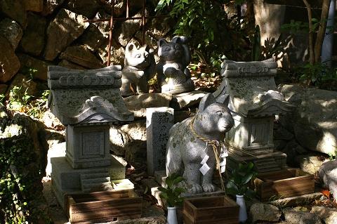 猫の供養塚