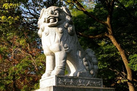 大鳥居の狛犬(右)