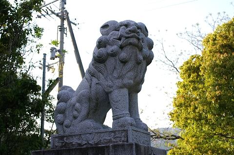 大鳥居の狛犬(左)