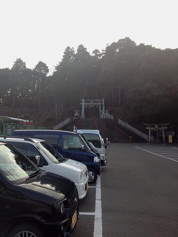 津峯神社駐車場より