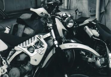 バイク屋の裏