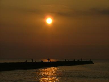 朝焼けの海