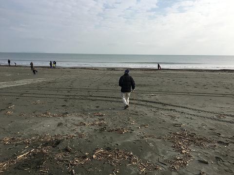 浜歩き開始