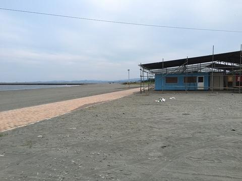 海の家建設中