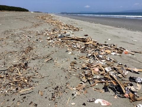 荒れる前の小松海岸