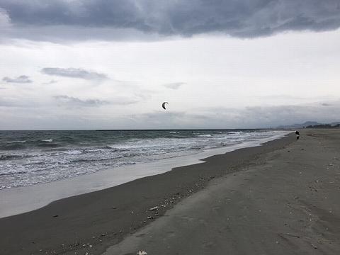 荒れる小松海岸