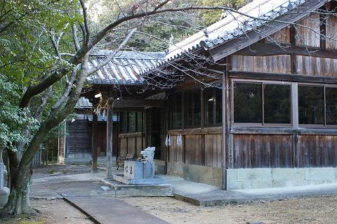 宇志比古神社 拝殿斜め前から